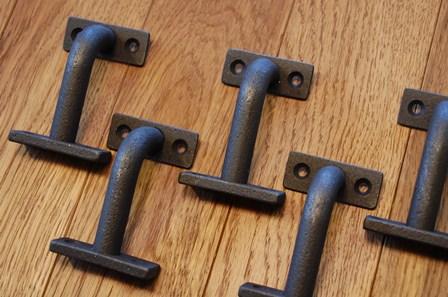 階段手摺りのアイアンブラケット金物